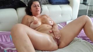 Une belle vidéo de fist d'une femme un peu fontaine